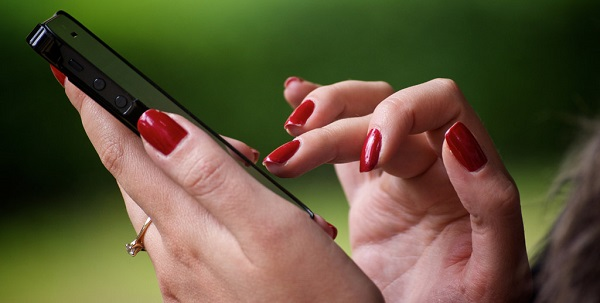 失恋から立ち直る方法を紹介!大好きな人に振られたら、振られた相手にメールをするのは正解?不正解?